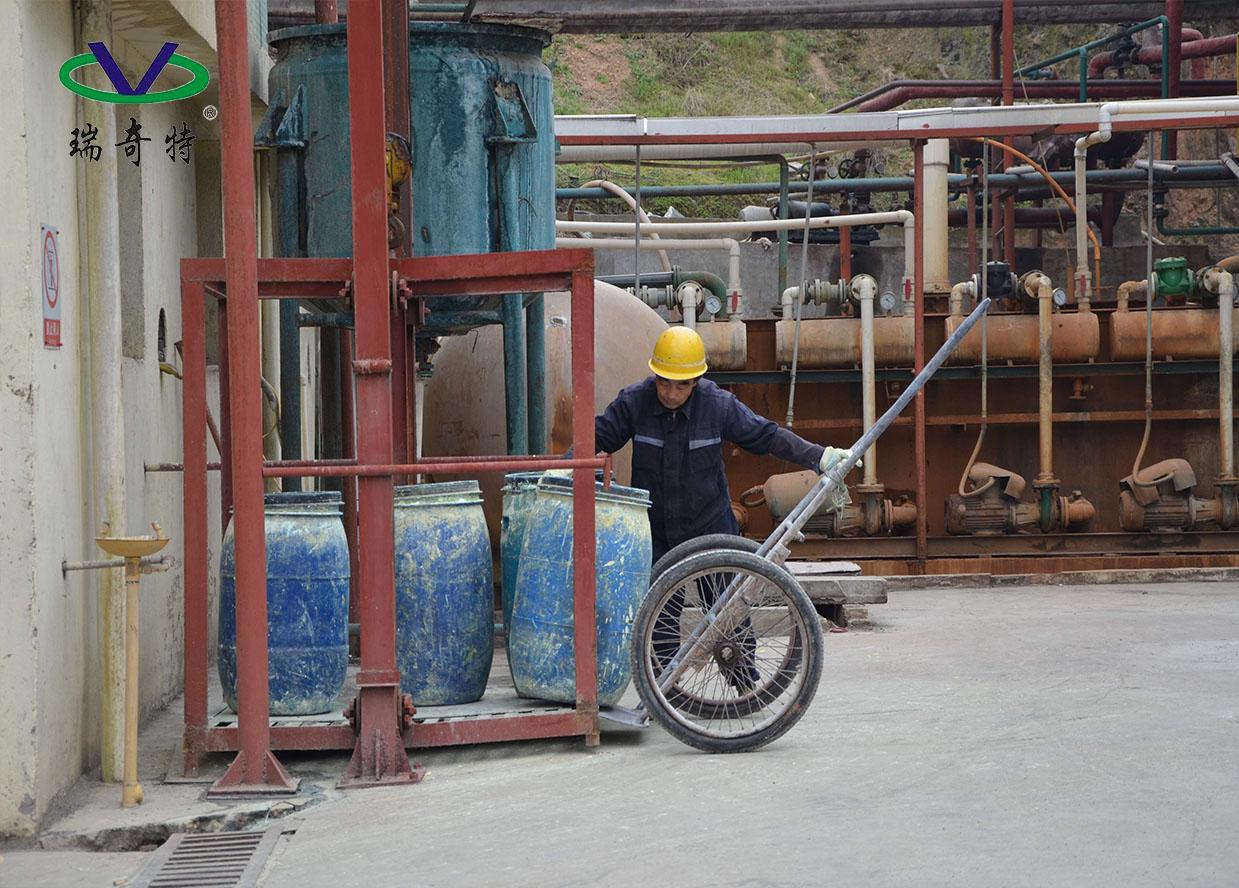 在生产过程中的工人
